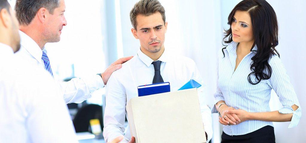 Quando a demissão por justa causa pode ser adotada e os riscos jurídicos envolvidos.